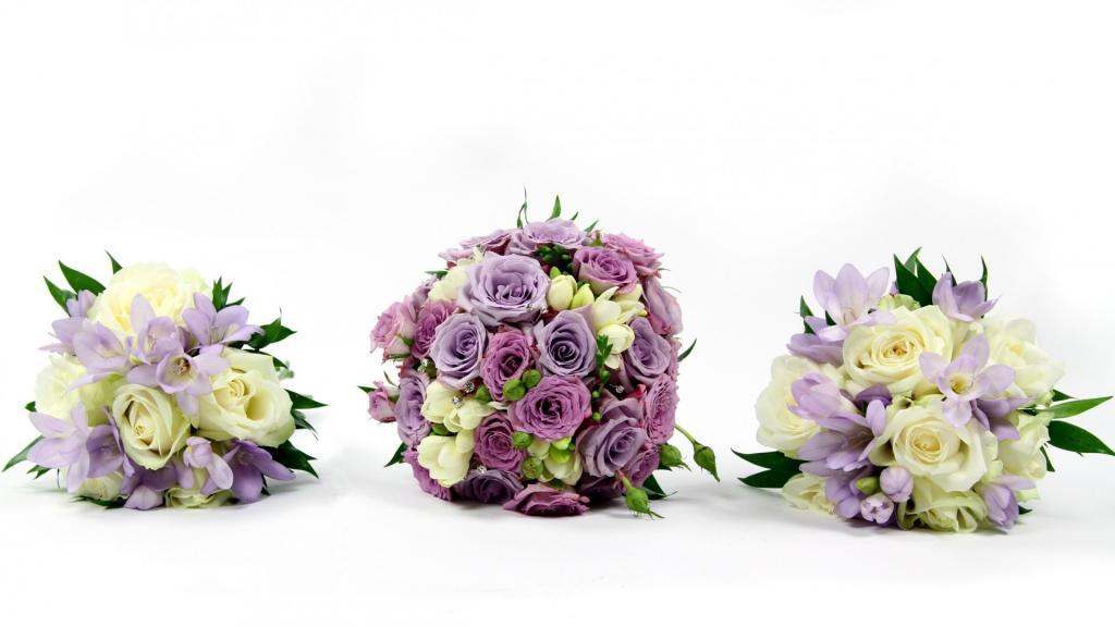 三个美丽的花束