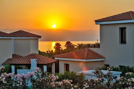海滩别墅落日风景