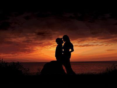 恋人在夕阳下