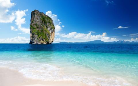 海中一块巨大的石头