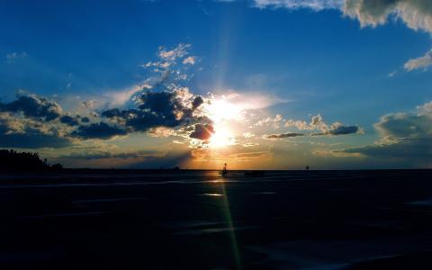 在机场的日落