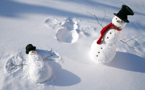 雪人做雪天使