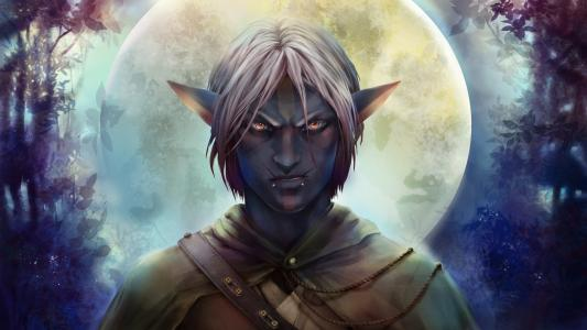 在月亮幻想背景的阴沉的男性矮子