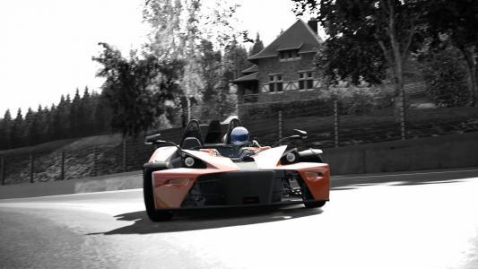 在城市街道上的赛车