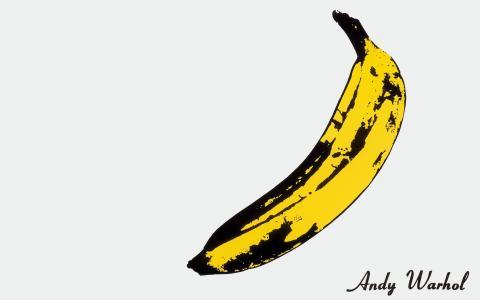 在白色背景上的成熟香蕉