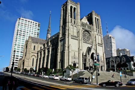 在旧金山街上的天主教教堂