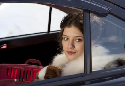 圣诞树3女孩在车里