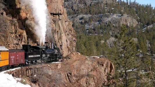 蒸汽机车在山上