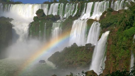 彩虹在伊瓜苏瀑布