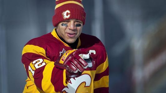 冰球运动员杰罗姆·伊金拉(Jerome Iginla)