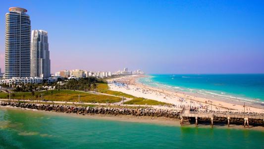 迈阿密度假村的大海