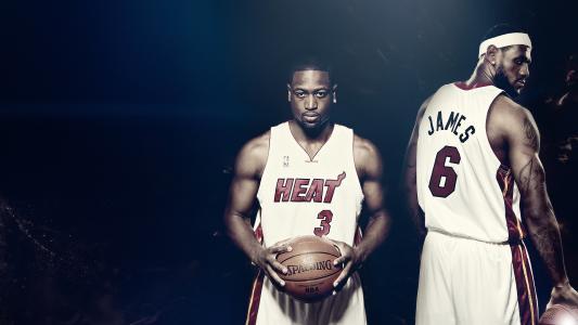 两名篮球运动员
