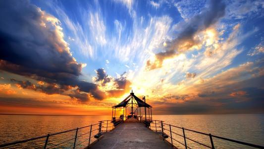 码头上的日落