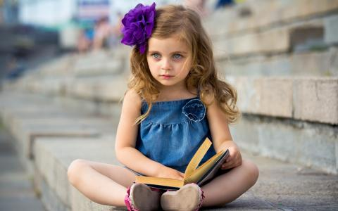 一本书的女孩