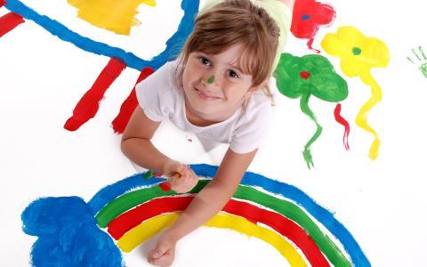 小女孩和彩虹