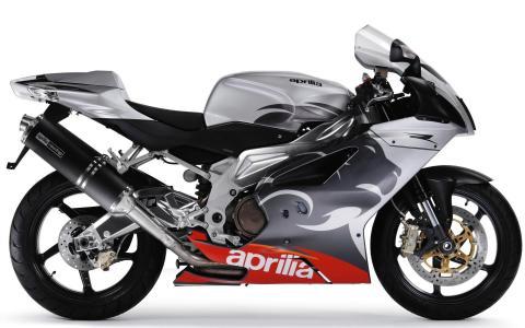 摩托车Aprilia RSV 1000