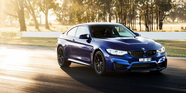 蓝色汽车BMW M4 CS,2018年