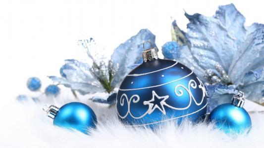 圣诞节的蓝色装饰品