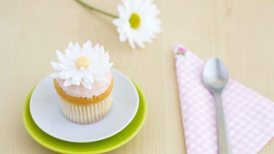 洋甘菊的形式的蛋糕