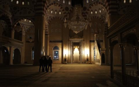 在清真寺的大厅