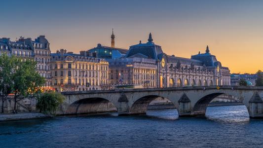 梦幻般的巴黎卢浮宫
