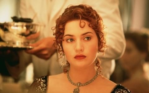 凯特温斯莱特在电影泰坦尼克号
