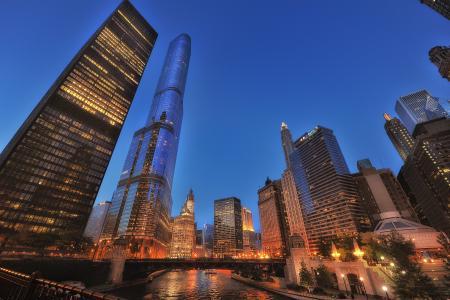 芝加哥建筑物的夜灯