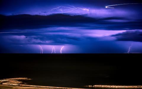 闪电在巴塞罗那