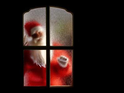 圣诞老人在窗外