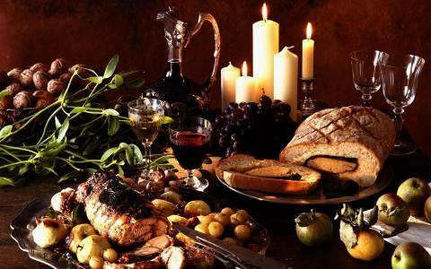 与蜡烛的节日餐桌