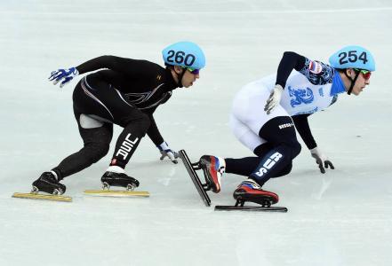 约旦·马龙是一名美国短道速滑运动员,在索契获得银牌