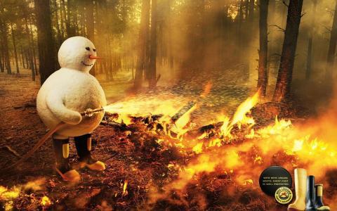 雪人扑灭火灾