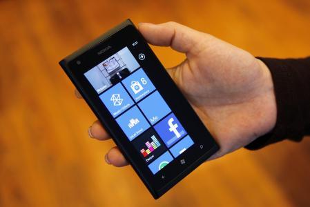 黑色诺基亚Lumia 800