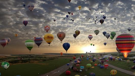 游行的气球