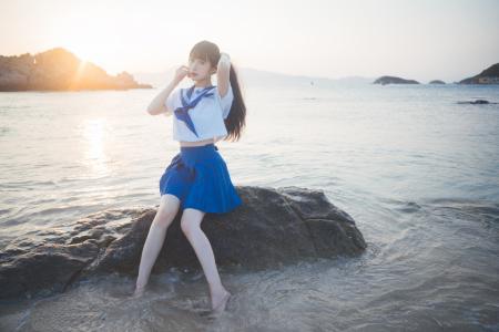 青春少女jk制服甜美海边写真