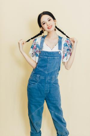 甜美可爱女神古力娜扎休闲牛仔裤写真