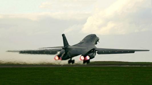 轰炸机B-1B蓝瑟