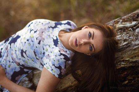 蓝眼睛的女孩,摄影师詹姆斯·斯图尔特