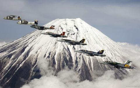 飞机在火山的背景
