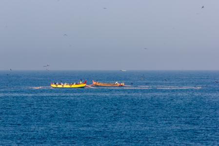 瓦卡拉海岸附近的船只