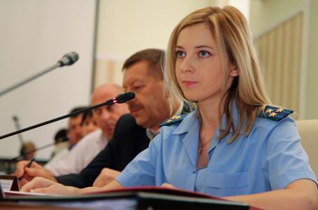 美丽的检察官纳塔利娅Poklonskaya