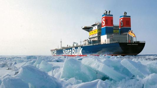 在北极冰层