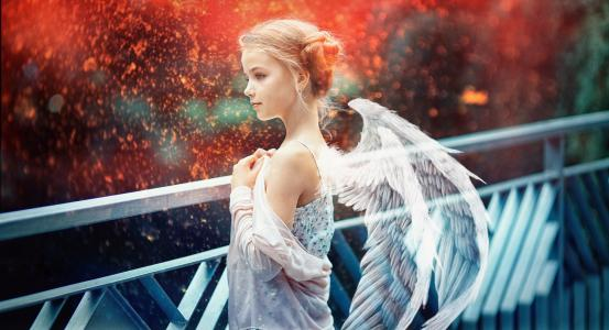 天使的翅膀的小美丽的女孩