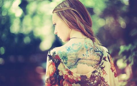 背面的纹身图片