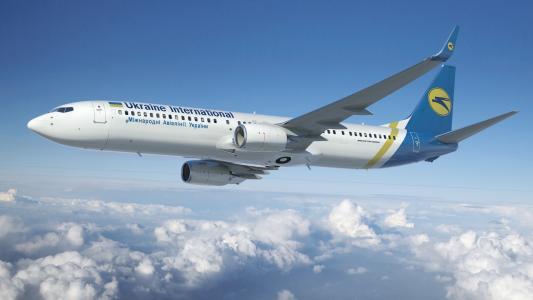 UIA的波音737在天空中
