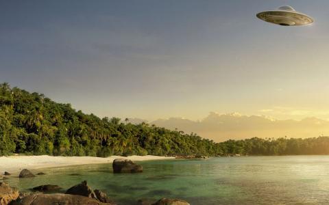 飞碟在海滩上