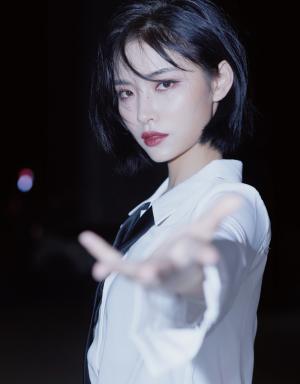 帅气女神许佳琪惊艳写真
