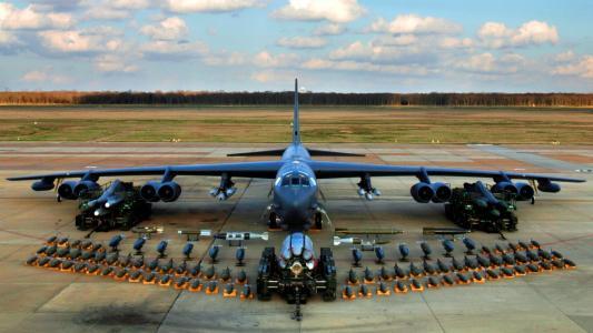 军用飞机B-52