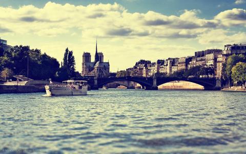 在巴黎的桥梁