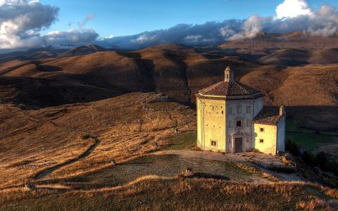 格鲁吉亚山中的教堂